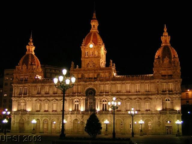 Ayuntamiento noche.jpg