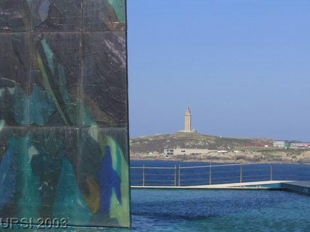 Milenium y Torre de Hercules 2.jpg